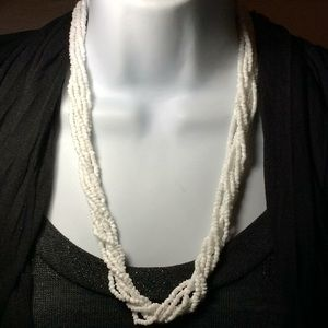 Jewelry - Beautiful 6 twisted beaded necklace